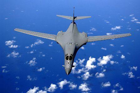 بمب افکن بی-1 بر فراز اقیانوس آرام