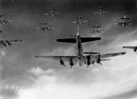 هواپیماهای بی-17 بر فراز آسمان آلمان