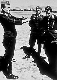 آدولف گالاند در جمع همقطاران