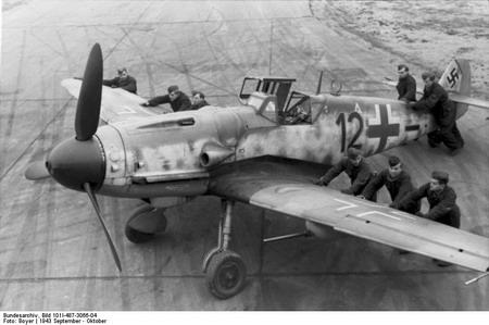 یک فروند هواپیمای مسراشمیت 109
